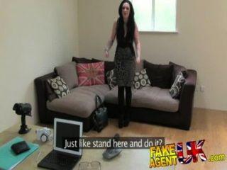 नकदी की FakeAgentUK वादा लंदन लड़कियों पैरों व्यापक प्रसार हो जाता है