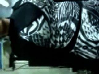 मुस्लिम महिला उसके कपड़े को हटा \u0026 हिंदू मालिक द्वारा गड़बड़ हो जाता है