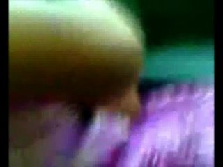 बैंगनी गाउन स्तन में 10 वीं एसटीडी लड़की कार में दबाया