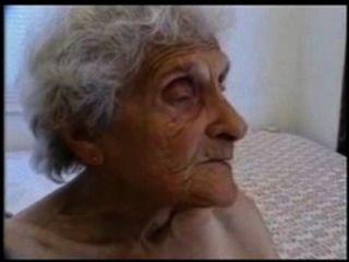 बहुत पुराने दादी अभी भी गड़बड़ हो प्यार करता है