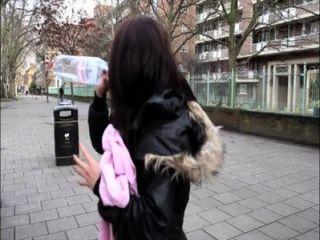 PornXN ब्रिटिश लड़की सार्वजनिक में pissing
