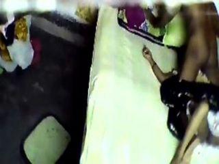 भारतीय हॉट चाची को धोखा दे होटल सेक्स छिपे हुए कैमरे