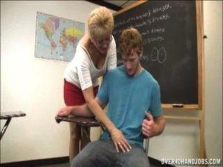 शिक्षक संभोग से इनकार करते हैं