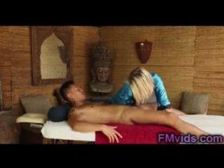 एशियाई लड़के के साथ सेक्सी गोरा डकोटा Skye