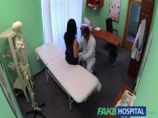 FakeHospital कोई स्वास्थ्य बीमा का भुगतान करने में शर्म रोगी का कारण बनता है