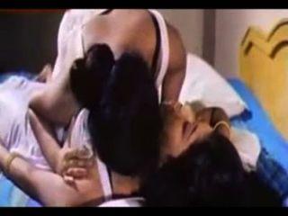 देविका और Roshni समलैंगिक