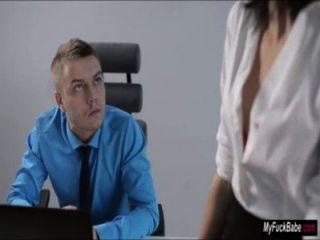 सेक्सी सचिव शेरी छठी उसके मालिक seduces और उसे fucks