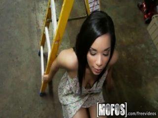 Mofos - सेक्सी लैटिना Brianna बेला एक Sextape बनाता है