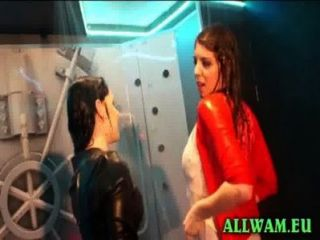 रियल यूरो पार्टी स्नान लड़कियां
