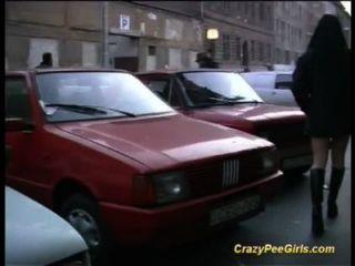 पागल लड़कियों सार्वजनिक में pissing