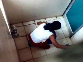 मुंबई कॉलेज शौचालय Pissing से 4 लड़कियों