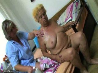 मोटा दादी पर dildo का उपयोग परिपक्व महिला
