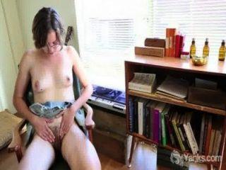 ताजा प्यारी immie उसके बालों योनी छूत