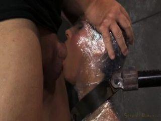 प्लास्टिक की चादर में milf blowjob