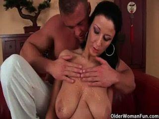 बड़े स्तन के साथ फुटबॉल माँ गड़बड़ हो जाता है