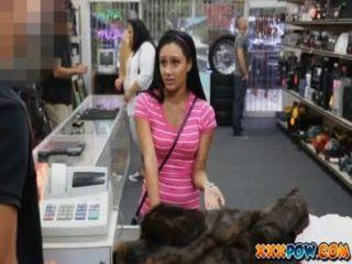 प्यारा लैटिन लड़की उसे बिल्ली मुर्गा के साथ भर पाने के लिए सस्ते