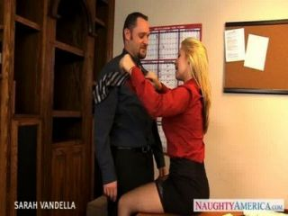 सेक्सी सारा Vandella मौखिक सेक्स देता है
