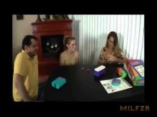 मां बेटी milfzr.com बकवास करने के लिए पिता में मदद करता है - xnxx.com