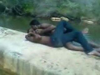 भारतीय लड़के गर्म चुम्बन
