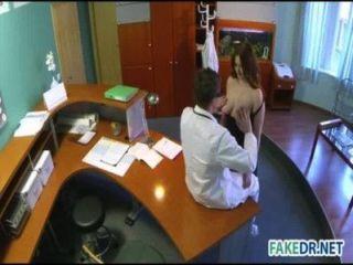 डॉक्टर के साथ नए ASSISTENT Fucks