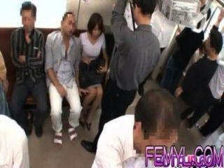 सेक्सी एशियाई गर्म एक ट्रेन पर कड़ी मेहनत गड़बड़ हो जाता है