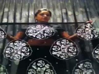 भारतीय कॉलेज गर्ल बदलते साड़ी के आत्म बनाया वीडियो