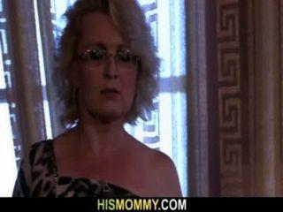 वह सींग का बना समलैंगिक माँ से जागा है