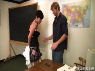शिक्षक मरोड़ते