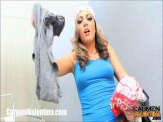 cumslut कारमेन Valentina कपड़े धोने के दिन पर एक चेहरे हो जाता है!