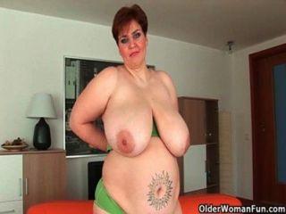 भारी स्तन के साथ बड़े Milfs
