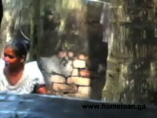 गांव बांग्ला महिला खुला स्नान गर्म