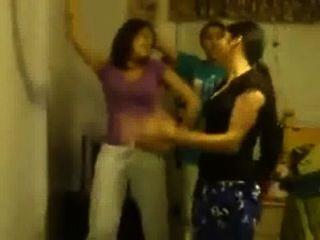 पंजाबी लड़कियों वासनोत्तेजक नृत्य