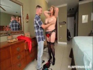 सेक्सी busty बीबीडब्ल्यू एमआईएलए Kimmie Kaboom panty रूमाल पकड़ता