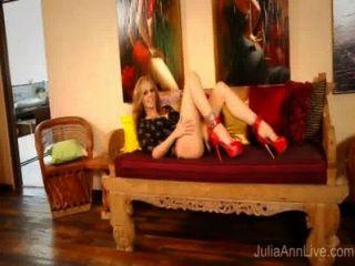लाल ऊँची एड़ी हस्तमैथुन में सुपरस्टार एमआईएलए जूलिया ऐन!