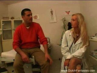 गोरा डच डॉक्टर उसे रोगी fucks