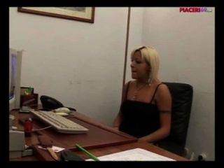 कार्यालय में हस्तमैथुन इतालवी गोरा सचिव - इतालवी