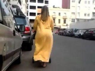 बड़ा अरब महिला