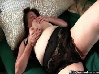 बड़े स्तन के साथ दादी सींग का बना जाग