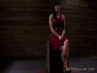 सेक्सी एशियाई बेब मिया ली जंजीर बिल्ली गड़बड़