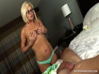 उसका पति बंद सेक्सी शरीर झटके के साथ नग्न एमआईएलए