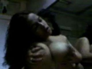 देसी छात्रावास के कमरे में कॉलेज की लड़कियों समलैंगिकों गर्म सेक्स