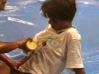 DWW नग्न तेल कुश्ती - गैब्रिएला वांडा बनाम