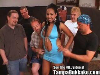 आकर्षक लैटिना शुक्राणु फ्लाइंग नंगा नाच!