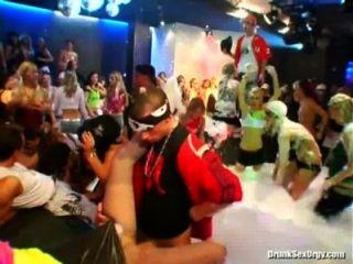 डीएसओ bangstas स्वर्ग भाग 1 सांचा 2 भाग 3 - yourlustcom पर पार्टी अश्लील ट्यूब वीडियो!