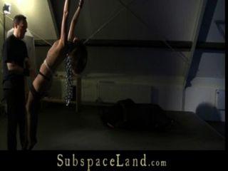 किशोरी गुलाम लड़की attick में गांठदार खेलने के लिए ग़ुलाम बनाया