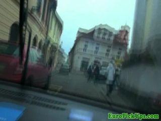 खींचा महिला टैक्सी ड्राइवर चूसने मुर्गा