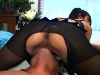 सरासर crotchless नाइलन में सेक्स और एक गुलाबी ब्रा