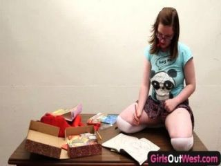 पश्चिम बाहर लड़कियों - मोटा शौकिया प्यारा खिलौने उसके बालों छीन