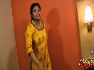 भारतीय अभिनेता सेक्सी बेब रूपाली