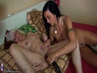oldnanny वर्ष पतली औरत जवान लड़की और उसके प्रेमी के साथ हस्तमैथुन